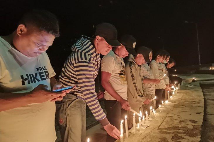Aksi Bakar 1.000 Lilin dan Doa Bersama di Taman Kota Saumlaki