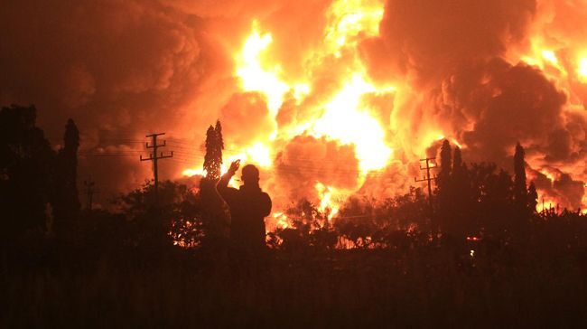 Lima Orang Alami Luka Berat Akibat Kebakaran Kilang Minyak Balongan