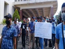 Aksi Demo di Kantor Gubernur Maluku Oleh GMKI