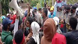 Aksi Demo di Depan Kantor PLN Kembali Dilakukan Oleh Warga dan Mahasiswa Seram Selatan