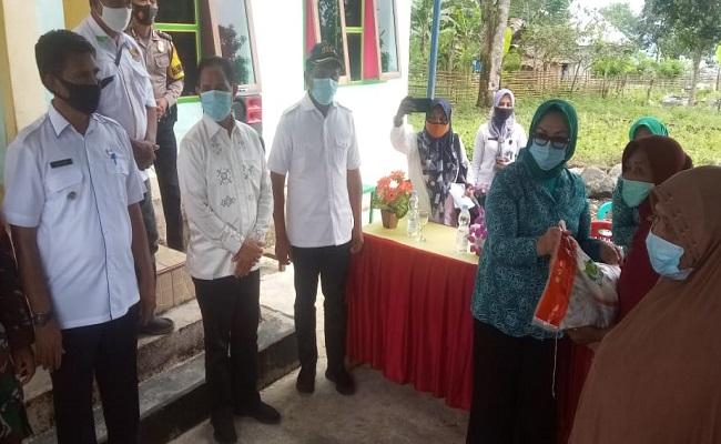 Bantuan Tanggap Bencana Disalurkan Bupati Maluku Tengah Untuk Warga Tehoru