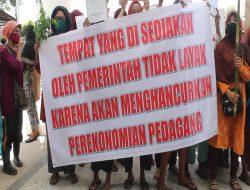 Ratusan PKL dan IMM Ambon Gelar Demo Tolak Relokasi Ke Pasar Transit Passo