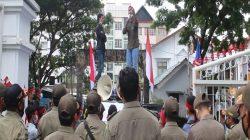 "Demo Aktifis Mahasiswa ""Save Kilmury"" di Kantor Gubernur Maluku"