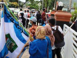 Aksi Demo Diwarnai Dua Kubu, JAS-MERAH dan Boma di Balai Kota Ambon