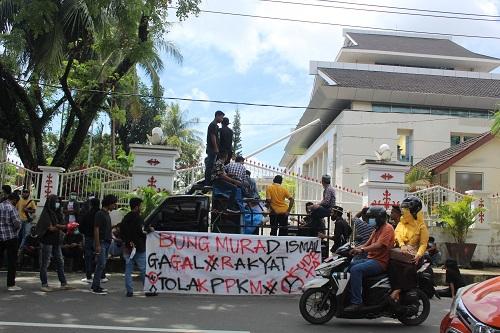 Aliansi Mahasiswa Kembali Gelar Aksi Demo di Kantor Gubernur Maluku