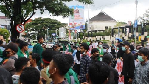 Polresta Ambon Bubarkan Aksi Demo Ratusan Mahasiswa