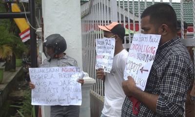 Aksi Demo Digelar FPLRM di Depan Kejati Maluku