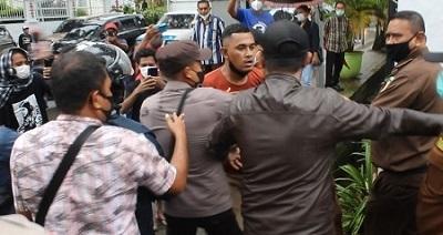 FPLRM Gelar Aksi Demo di Depan Kantor Kejati Maluku