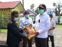 Bupati Maluku Tengah Serahkan Bantuan Pagu Alokasi Dana Desa Untuk Kecamatan Telutih