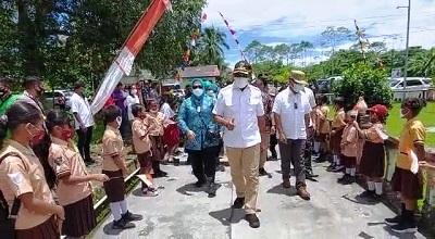 Bupati Malteng Kunker di Kecamatan Elpaputih dan TNS Waipia